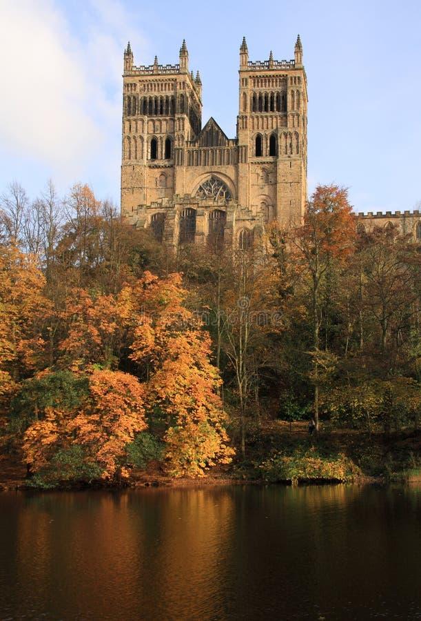 Reflexionen der Durham-Kathedrale stockbild