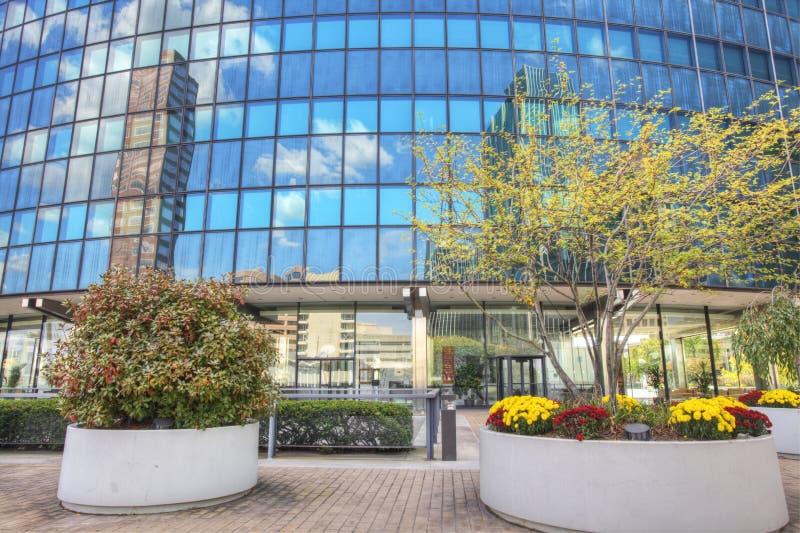 Reflexionen im Phoenix-Gebäude in Hartford, Connecticut stockfotos
