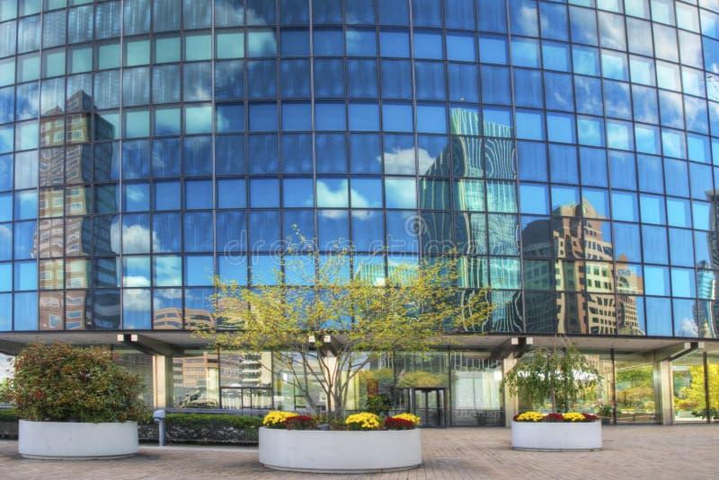 Reflexionen im Phoenix-Gebäude in Hartford, Connecticut lizenzfreies stockbild