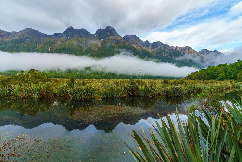 Reflexionen von Bergen in den Spiegelseen, Neuseeland 6 stockfotos