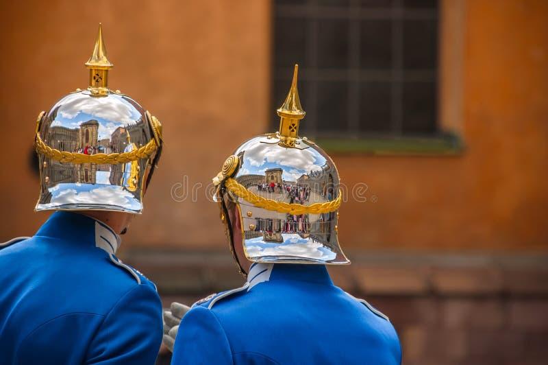 Reflexioner - ändra av vaktceremoni, Royal Palace, Stockho arkivfoto