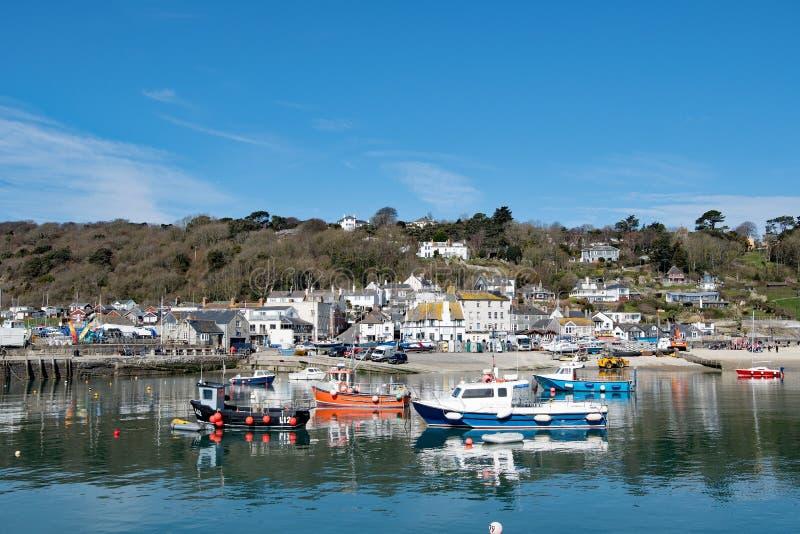 Reflexioner över den Lyme Regis hamnen royaltyfria bilder
