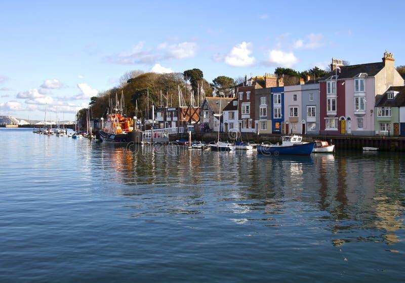 Reflexioner av den Weymouth hamnen Dorset arkivbilder