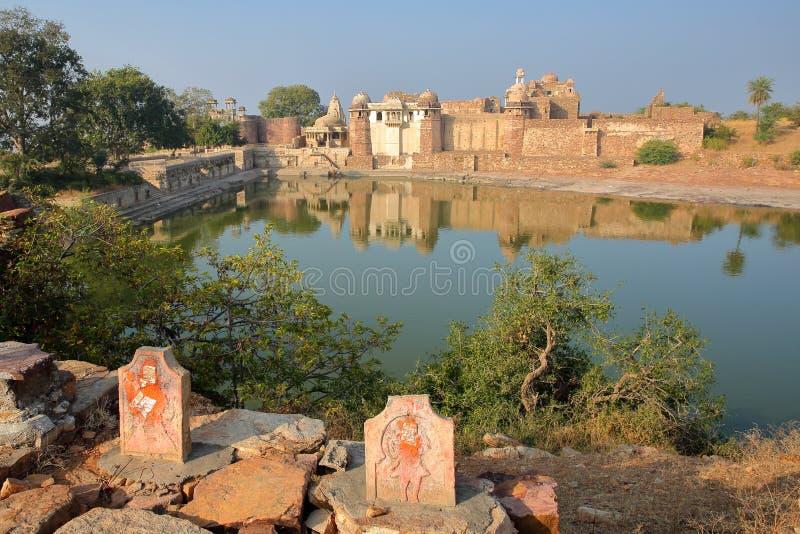Reflexioner av Ratan Singh Palace som lokaliseras inom fortet Garh av Chittorgarh, Rajasthan, Indien royaltyfri bild