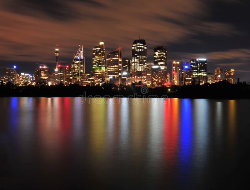 Reflexioner för Sydney stadshorisont, Australien royaltyfria bilder