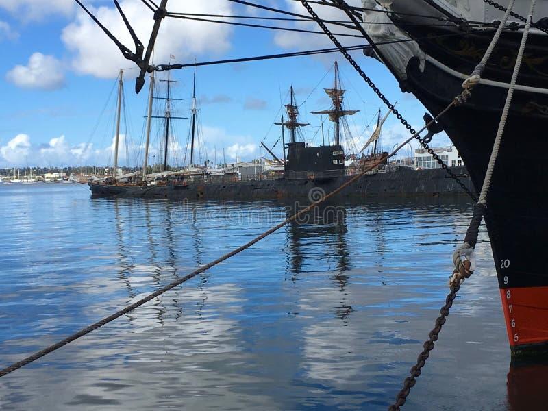 Reflexioner på det maritima museet på San Diego Bay fotografering för bildbyråer