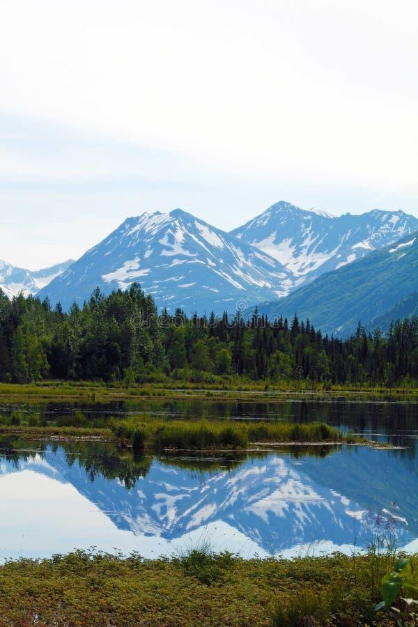 Reflexiones de la montaña foto de archivo libre de regalías
