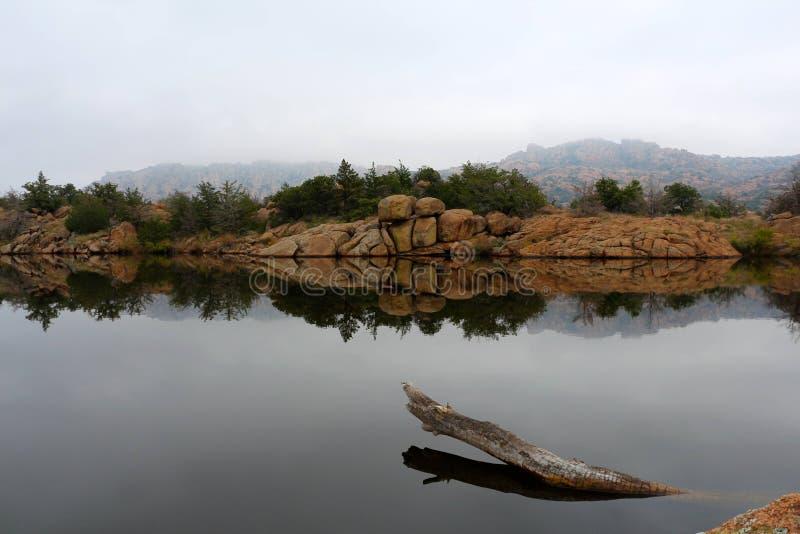 Reflexiones de niebla fotos de archivo