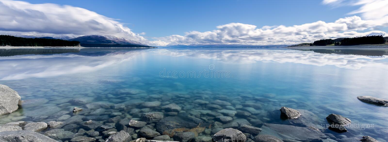 Reflexiones de Pukaki del lago imagen de archivo