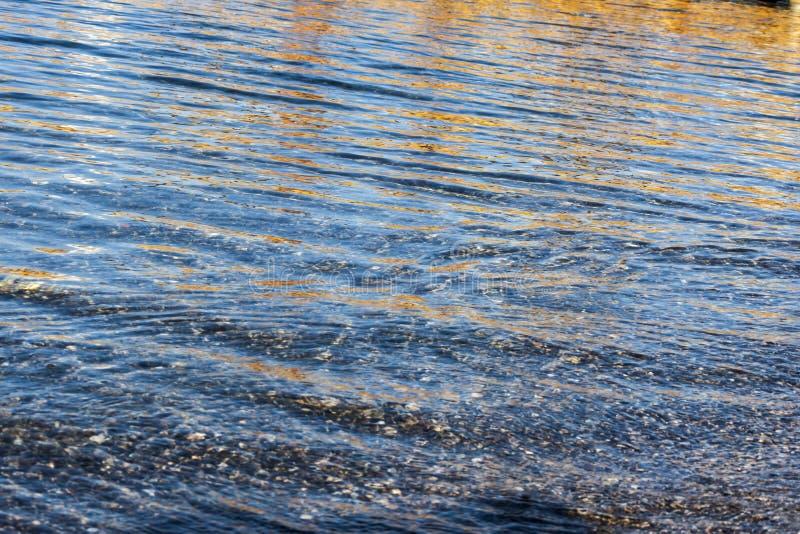 Download Reflexiones Del Agua En El Mar Imagen de archivo - Imagen de fresco, anaranjado: 100528545