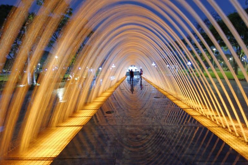 Reflexiones del túnel de agua imagenes de archivo