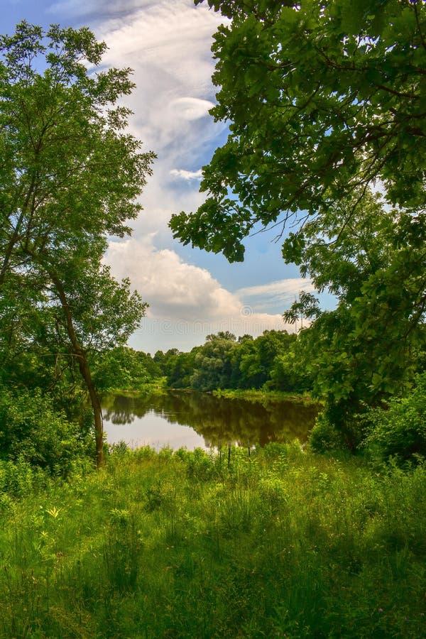 Reflexiones en el río de Milwaukee fotografía de archivo libre de regalías