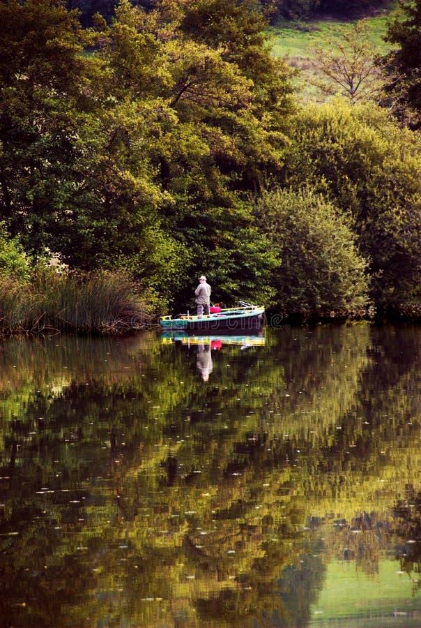 Download Reflexiones en un lago foto de archivo. Imagen de descoloración - 1288120