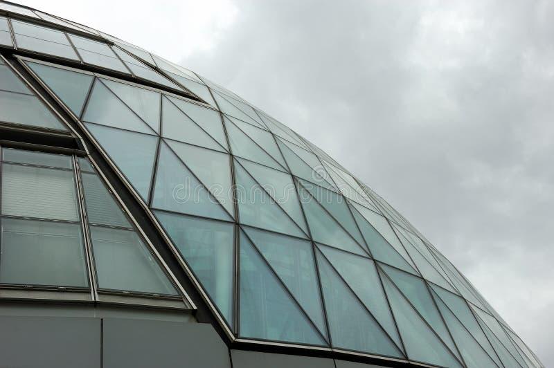 Reflexiones en un rascacielos foto de archivo libre de regalías