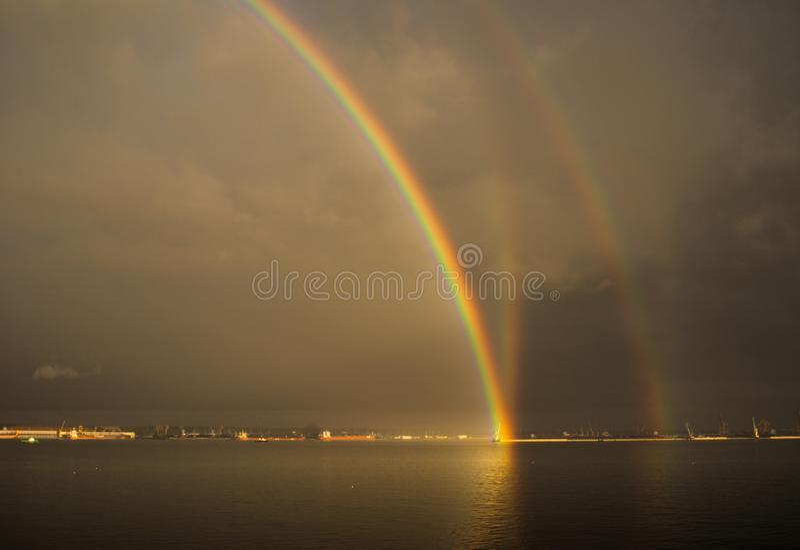Reflexions-Regenbogen stockfoto