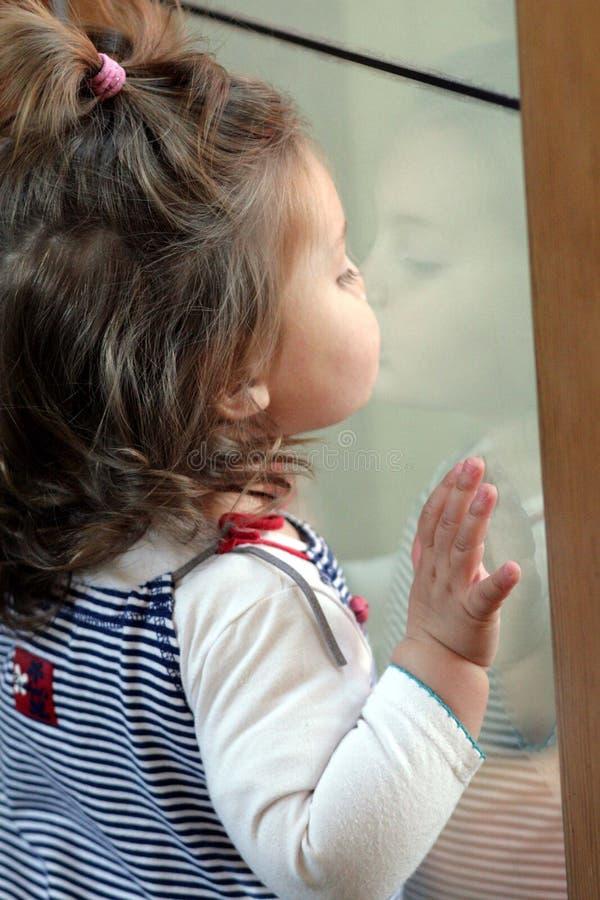 reflexionslitet barn arkivbilder