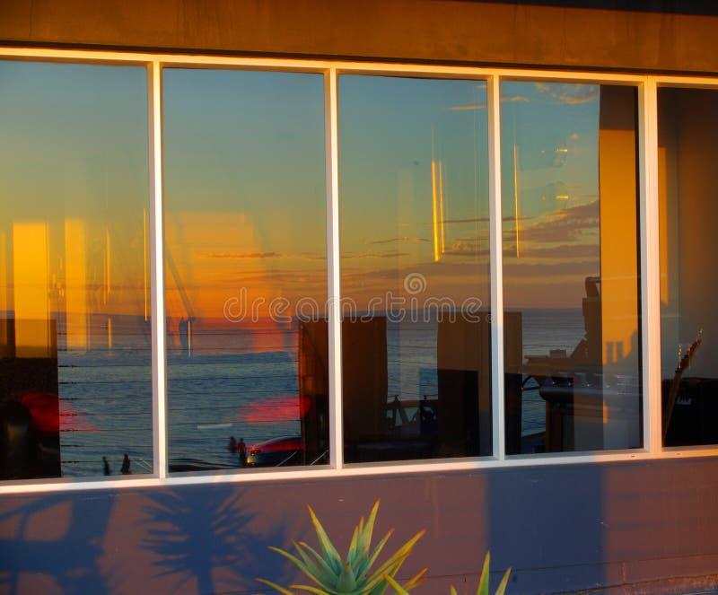 reflexionssolnedgång arkivbild