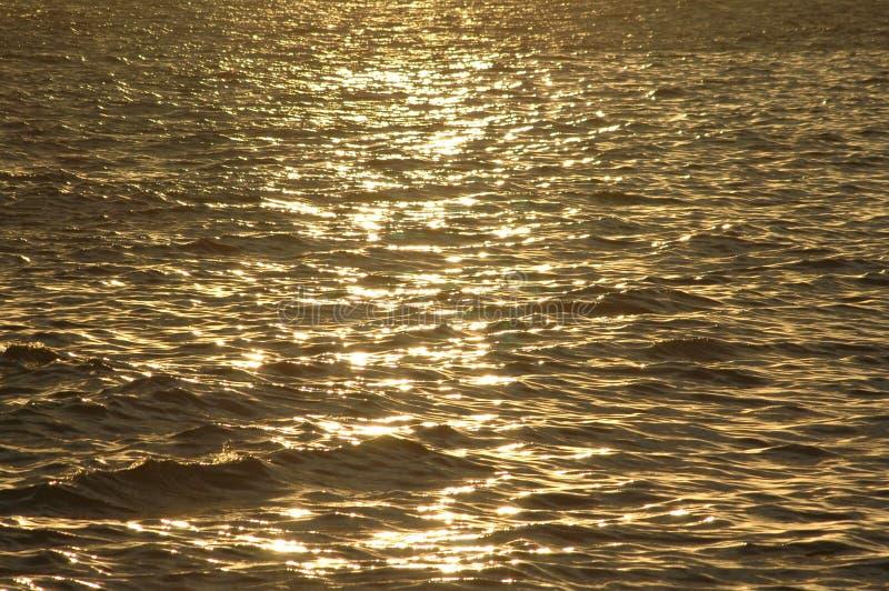 reflexionssolnedgångvatten royaltyfri fotografi