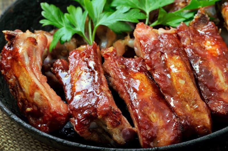 Reforços de carne de porco fritados deliciosos fotos de stock