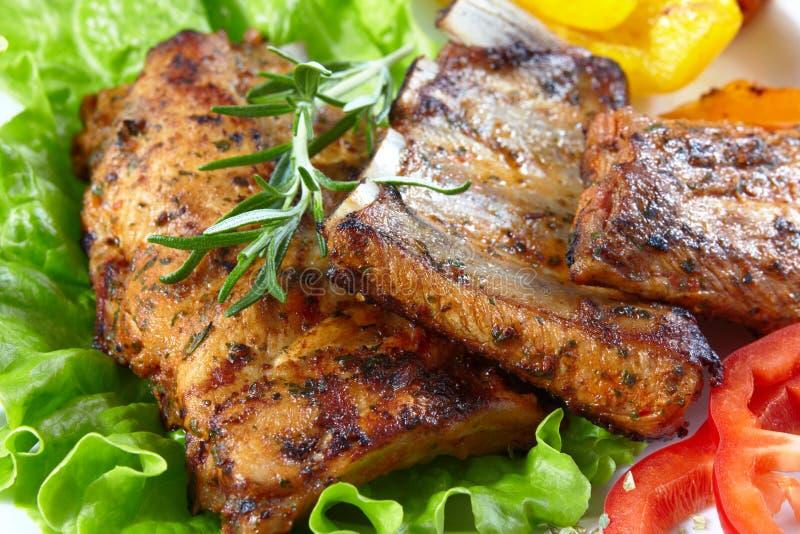 Reforços de carne de porco grelhados foto de stock