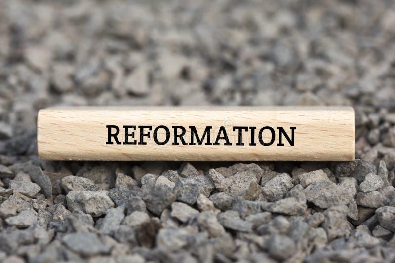 REFORMATION - bild med ord som förbinds med ämneIMPEACHMENTEN, ordmoln, kub, bokstav, bild, illustration arkivbilder