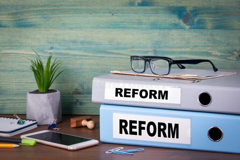Reformkonzept Steuerbildung und medizinischer Hintergrund lizenzfreie stockbilder