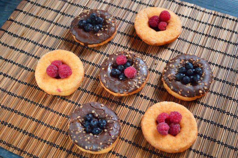 Refresco de la comida de las bayas de la fruta de los productos de la panadería de las frambuesas de los anillos de espuma imagen de archivo