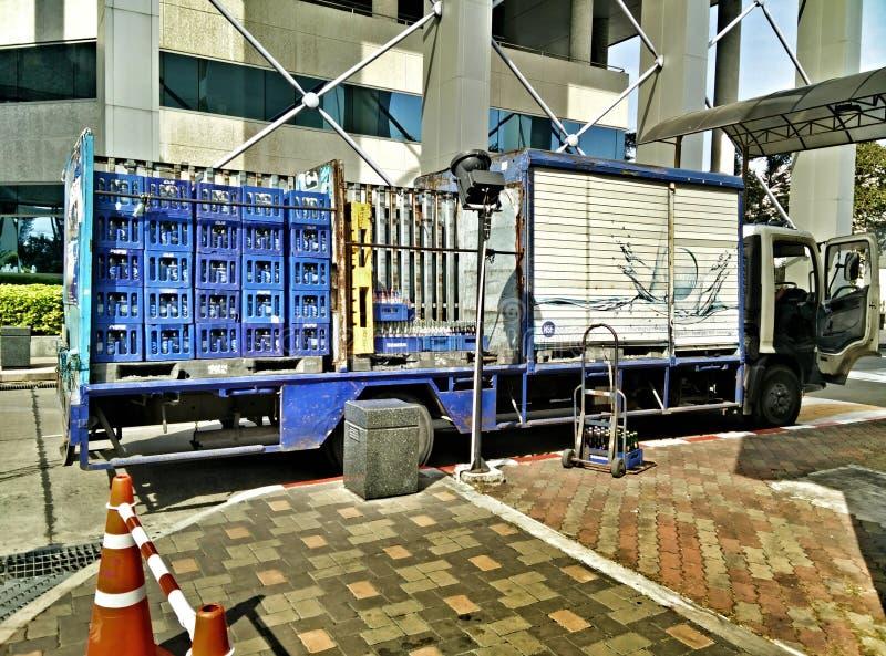 Refrescos del camión de reparto imágenes de archivo libres de regalías