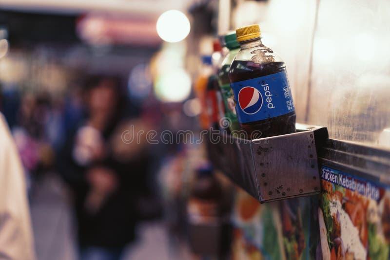 Refrescos em um suporte do alimento da rua em New York fotografia de stock