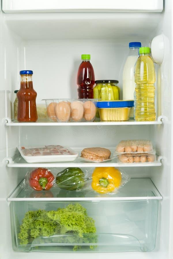 Refrigerador cheio. imagens de stock