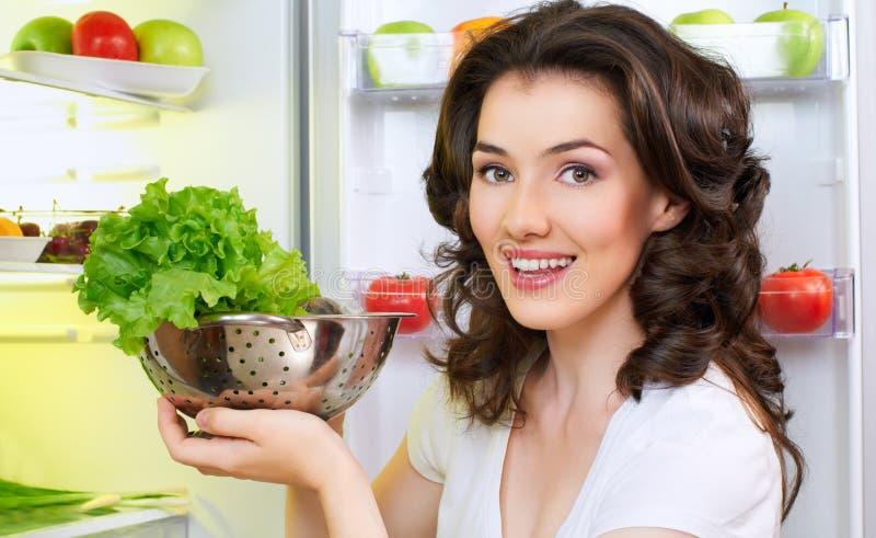 Refrigerador com alimento fotografia de stock