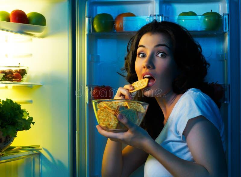 Refrigerador con el alimento foto de archivo libre de regalías