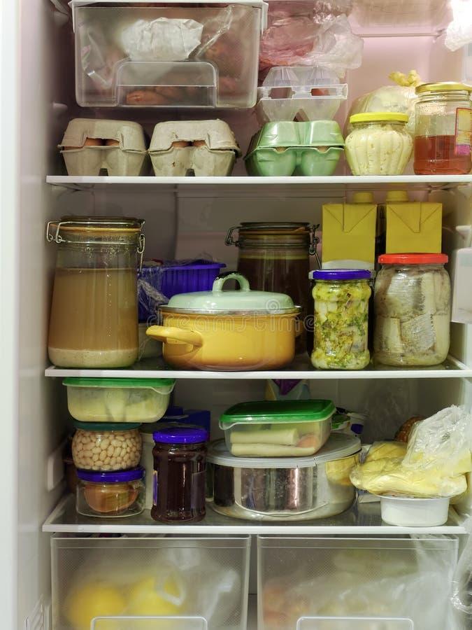 Refrigerador lleno imagen de archivo libre de regalías
