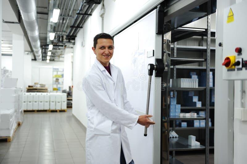 Refrigerador moderno industrial fotografia de stock royalty free