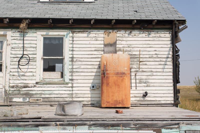 Refrigerador oxidado velho imagem de stock