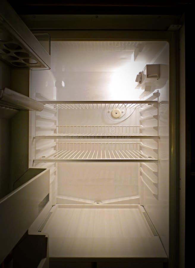 Refrigerador vazio interior, vista frontal fotos de stock royalty free