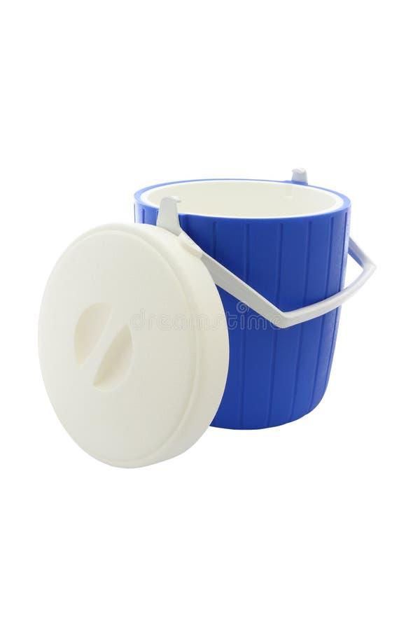 Refrigerador y cubierta plásticos redondos azules foto de archivo