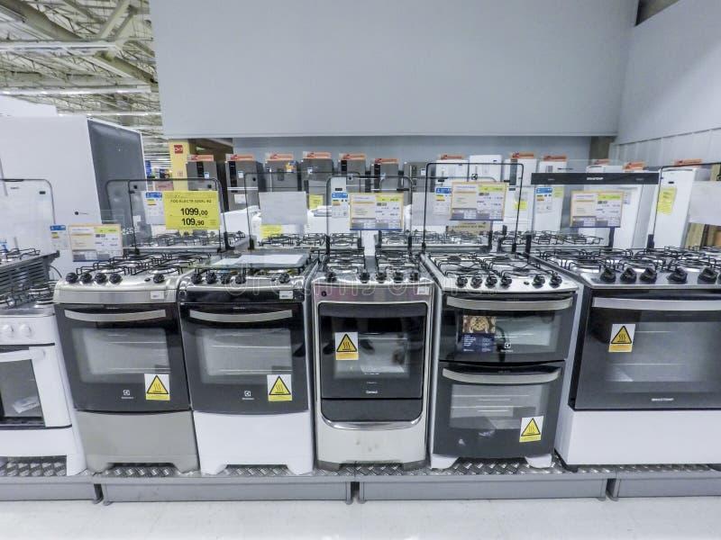 Refrigerador y gas y eléctrico fotografía de archivo libre de regalías