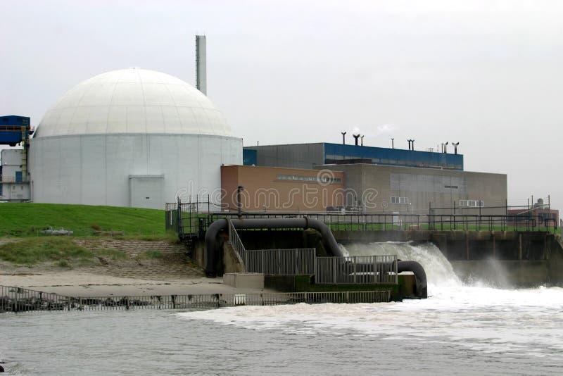 Refrigerar de uma central energética nuclear foto de stock