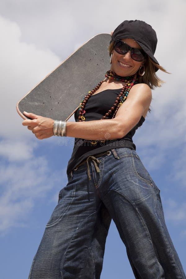 Refrigere a mulher do skate foto de stock