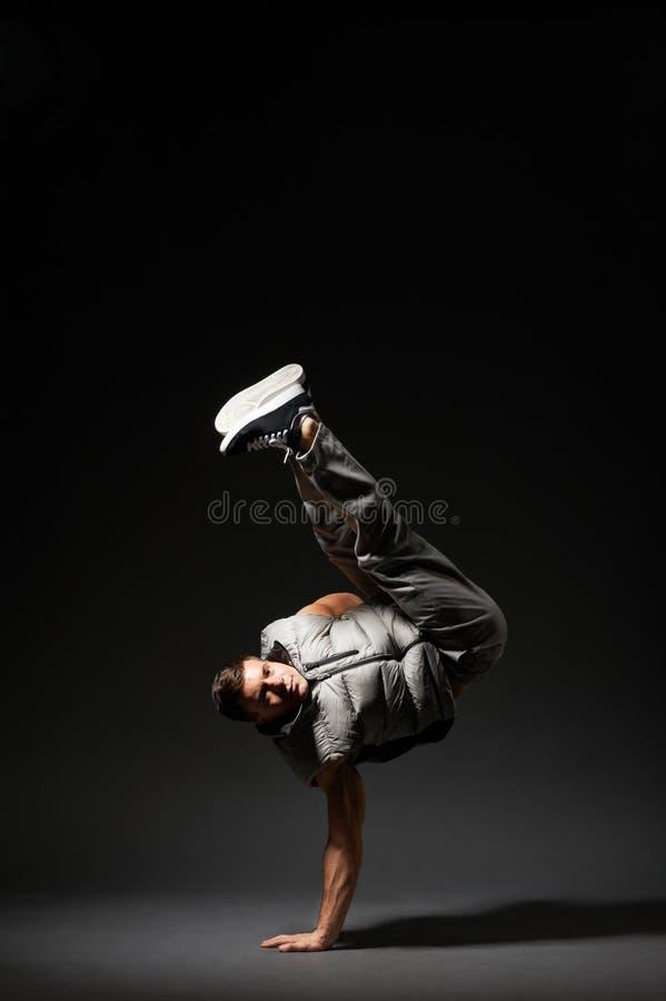 Refrigere o dançarino da ruptura que está no gelo foto de stock royalty free