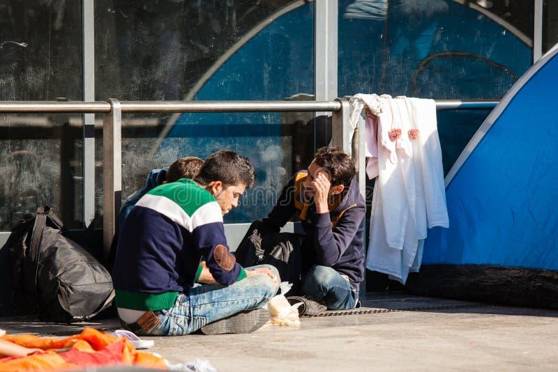 Refugiados de la guerra en el ferrocarril de Keleti foto de archivo libre de regalías