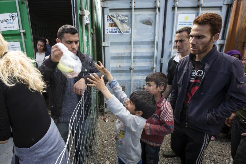 Refugiados de Sirian obstruídos em Idomeni fotografia de stock