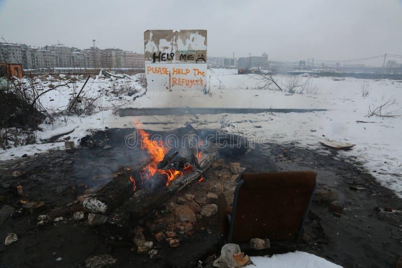 Refugiados en Serbia durante el invierno imagenes de archivo