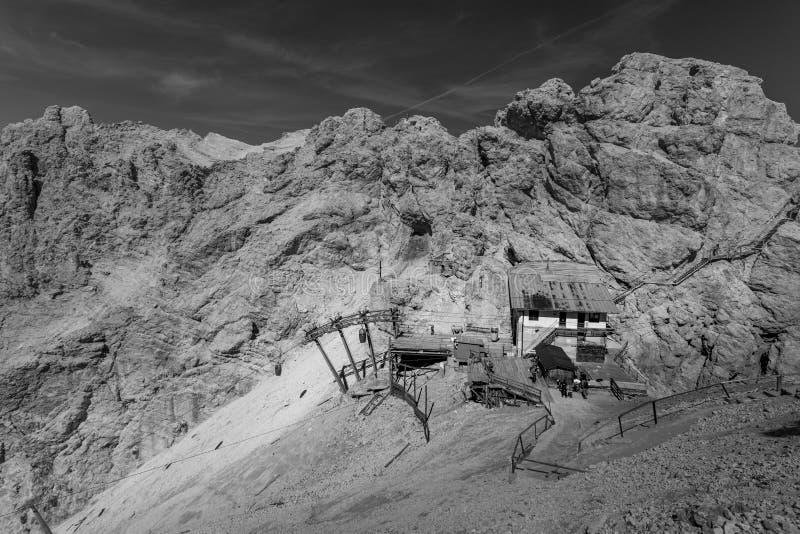 Refugio в горах доломита, Италия стоковые изображения rf