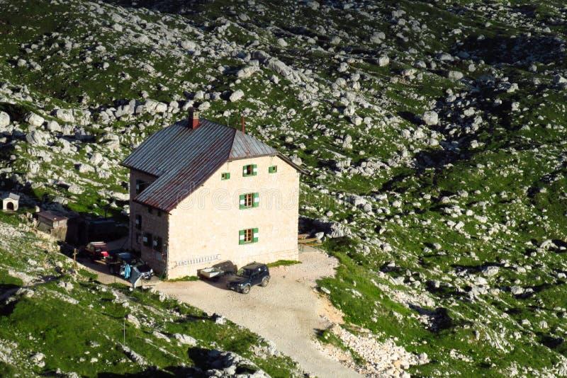 Refugio горы в Альпах стоковое фото