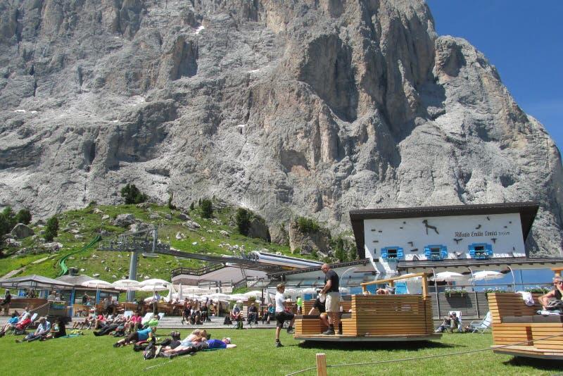 Refugio и ресторан в Альпах стоковые изображения