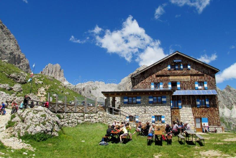 Refugio hutte餐馆在阿尔卑斯 免版税库存图片