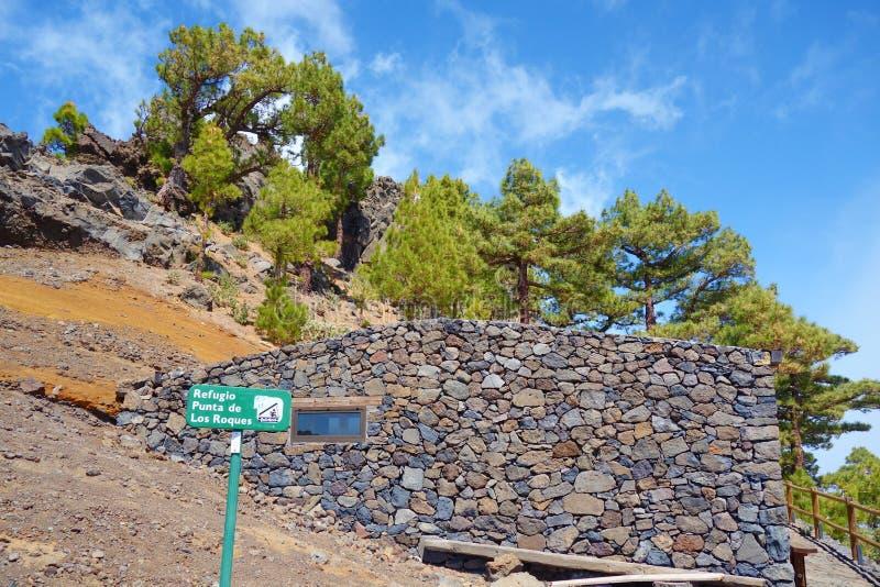 Refugio Punta de Лос Roques, хата беженца горы непредвиденная близко к Roque de los Muchachos в Ла Palma, Канарских островах, Исп стоковое фото rf