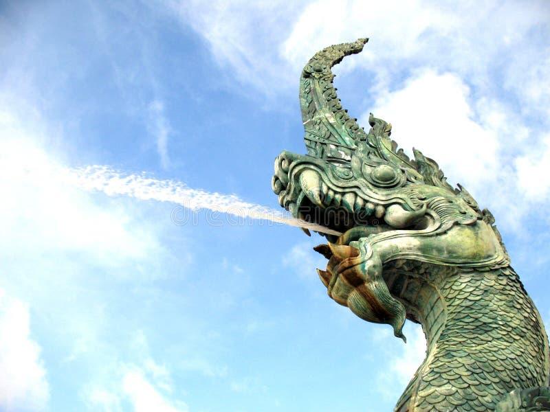 Regañe la estatua la gran serpiente, Songkhla Tailandia imagen de archivo